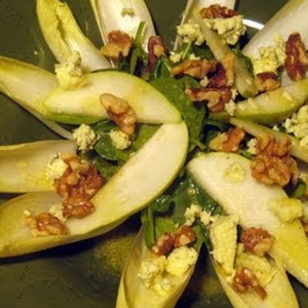Salad with Arugula Endive Walnuts Pears & Blue Cheese