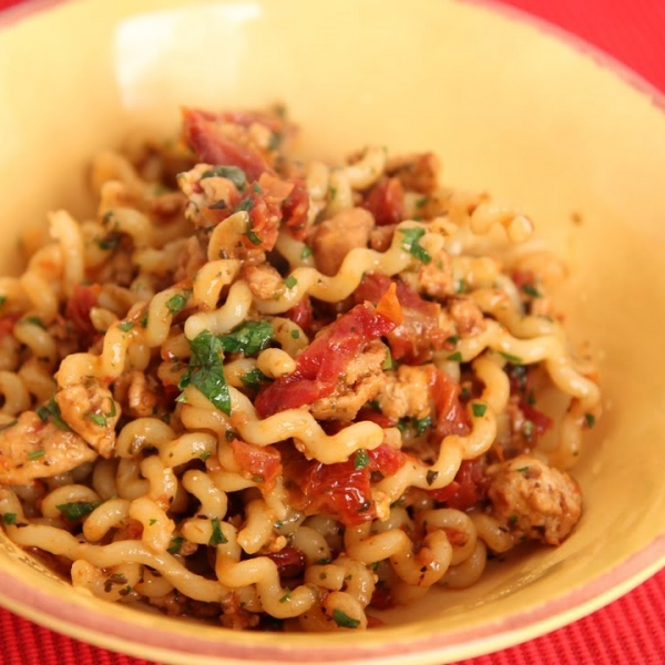 Long Fusilli with Turkey and Sun Dried Tomatoes