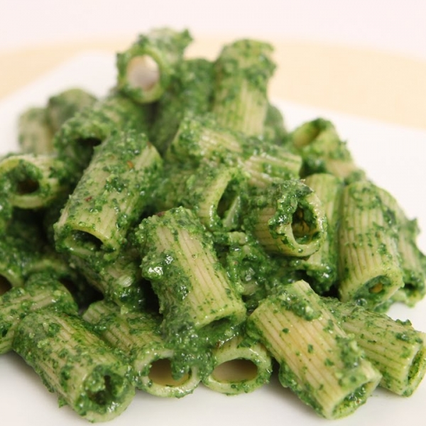 Rigatoni with Kale Pesto