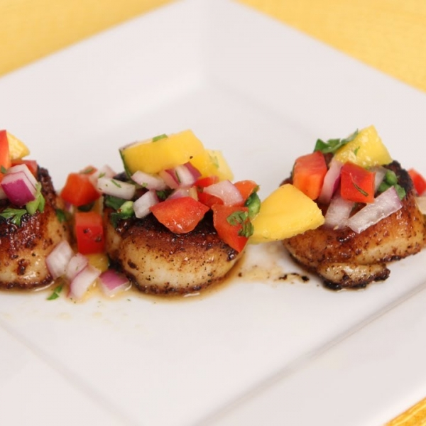Scallops with Mango Salsa