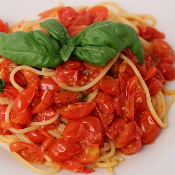 Spaghetti with Fresh Tomato Marinara